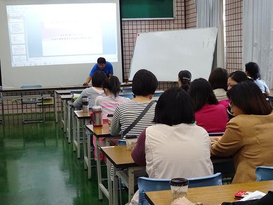 http://w4.loxa.edu.tw/smallwei/school/2014/DSC00526(001).jpg